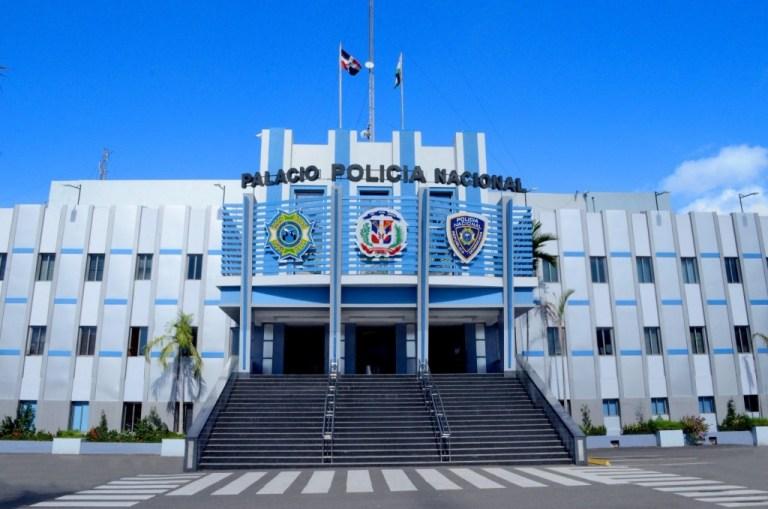Empieza la reforma policial: Abinader retira 350 oficiales de la institución