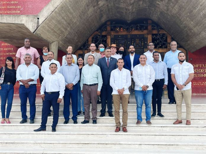 Dirigentes Peledeistas de Higuey conmemoran natalicio Prof. Juan Bosch