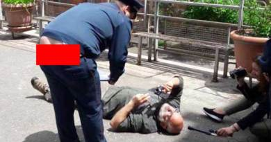 Օրվա կադրը՝ Վարդգես Գասպարի ու ոստիկանը. ֆոտո