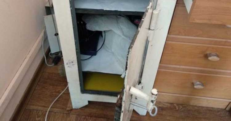 Գողը կոտրել էր այս սեյֆի դուռը, բայց դրա միջի գումարն այդպես էլ չէր տարել. կապշեք երբ իմանաք թե ինչու