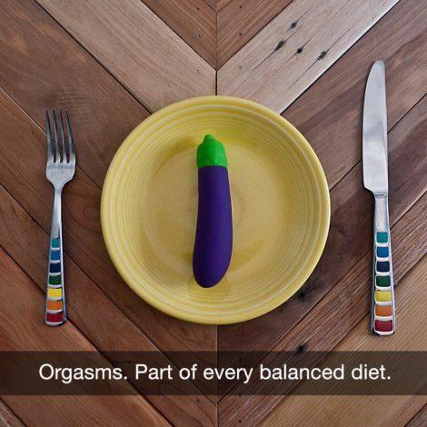 Emojibator Eggplant