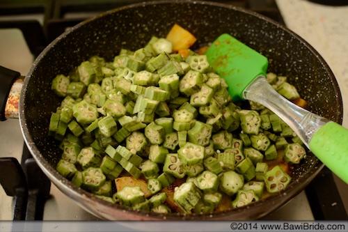Cooking Bheeda Papeto
