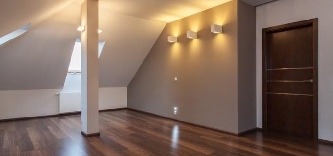 Einrichtungstipps für Dachschrägen: Beleuchtung und Dekoration