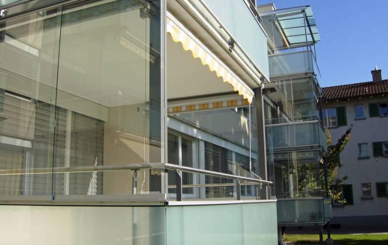 alles zum thema balkonverglasung bauen und wohnen in der schweiz. Black Bedroom Furniture Sets. Home Design Ideas