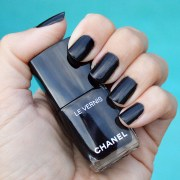 chanel gris obscur nail polish