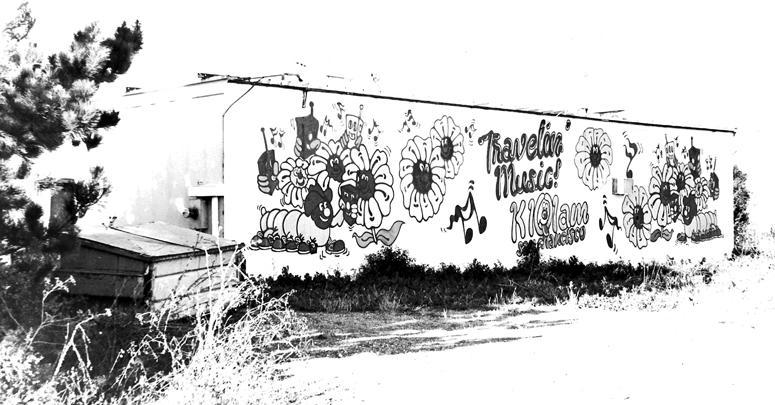 KIQI Transmitter Building Photo (Circa 1976)