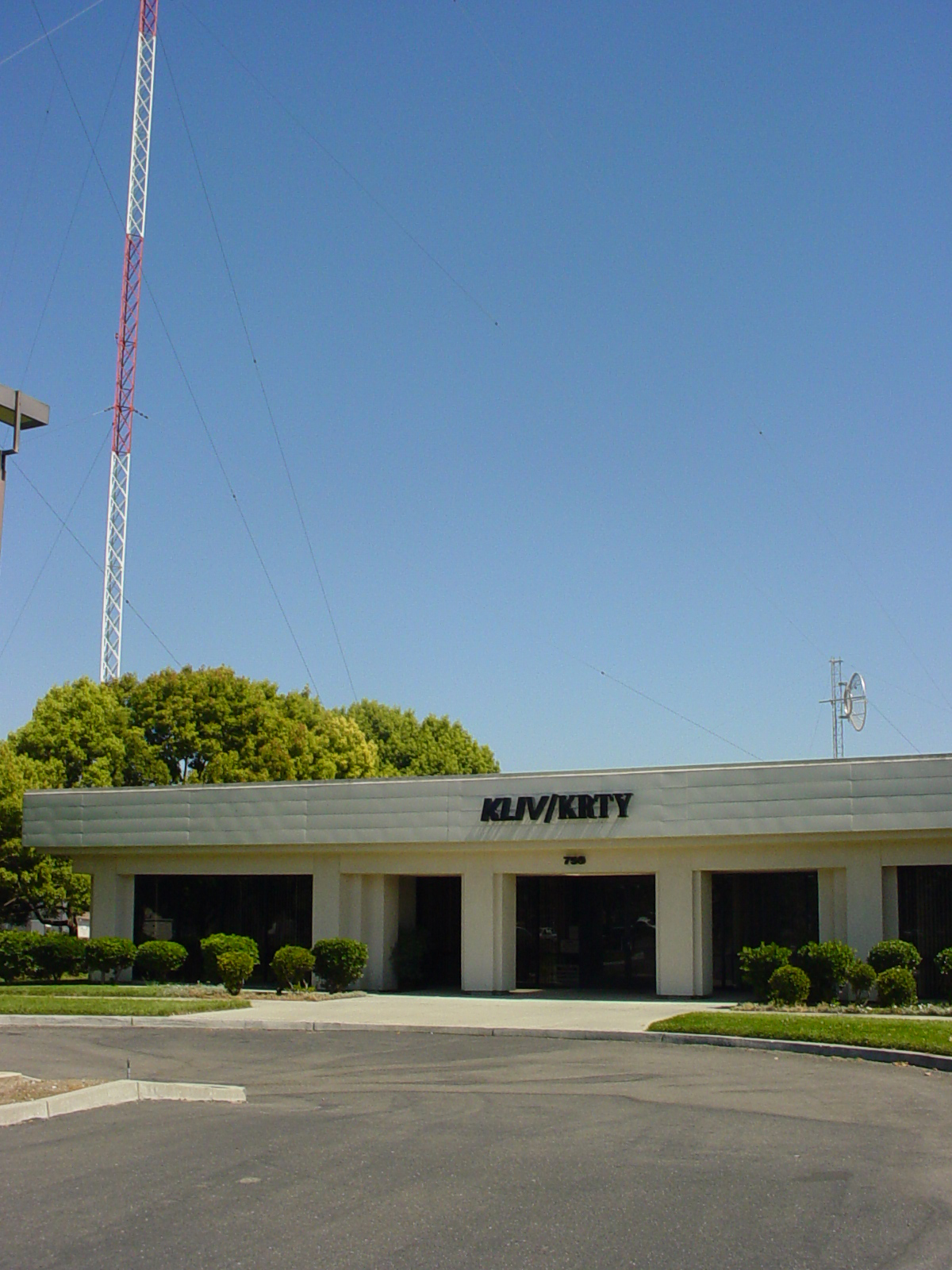 KLIV-KRTY Radio Building (Photo)