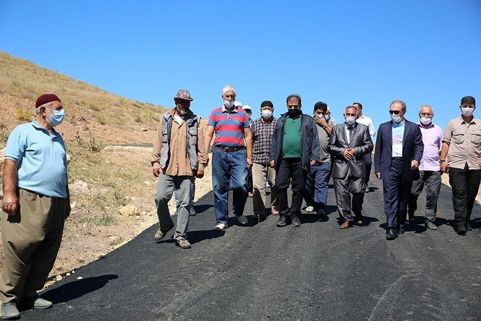 Manas köyü tarihinde ilk defa köy içi asfalt çalışması yapıldı