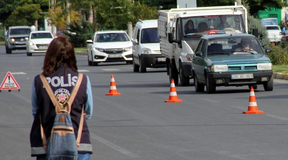 Bayburt'ta trafiğe kayıtlı araç sayısı Mart ayı sonu itibarıyla 15 bin 967 oldu