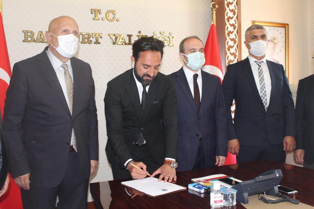 Bayburt Özel İdarespor Teknik Direktör Hakan Yılmaz'la yeniden sözleşme imzaladı