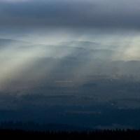 Mystisches Licht, harter Fels und sanfter Nebel am Dreisessel