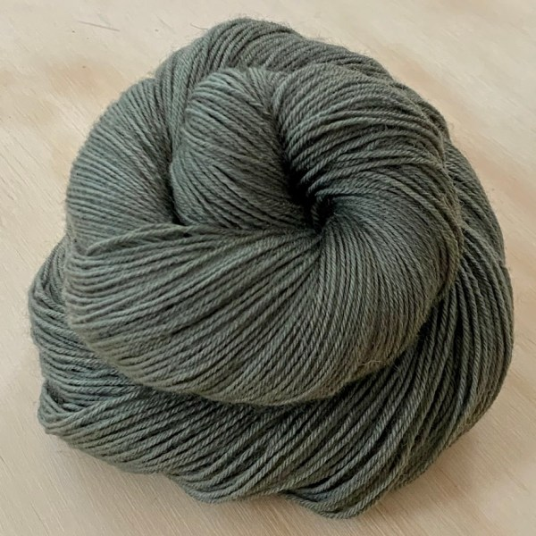 BFL wool yarn dyed with ivy berries