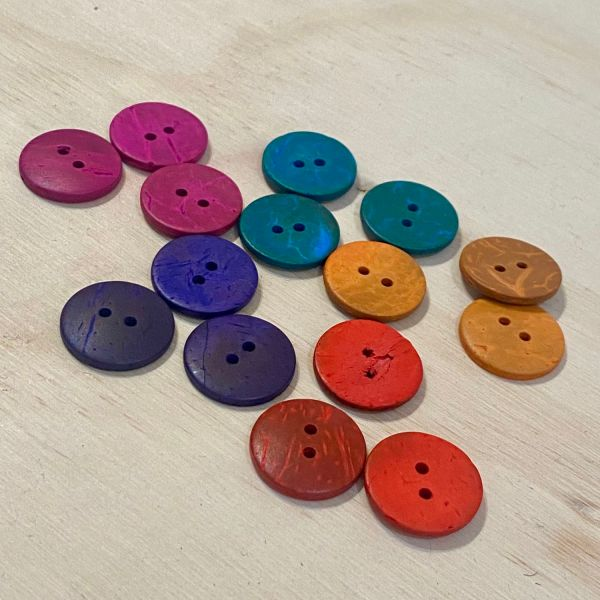 22mm brightly coloured coconut shell buttons
