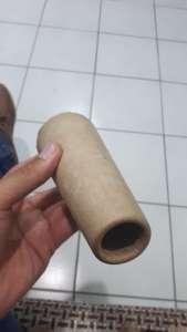 Коническая труба в руке