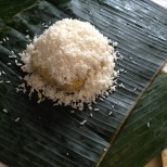 The soaked uncooked rice needs to surround the fillings completely.