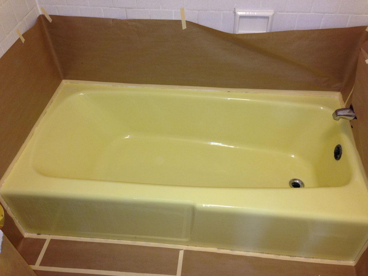 Yellow Porcelain bathtub before refinishing