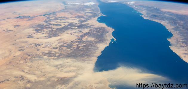 طول وعرض البحر الأحمر