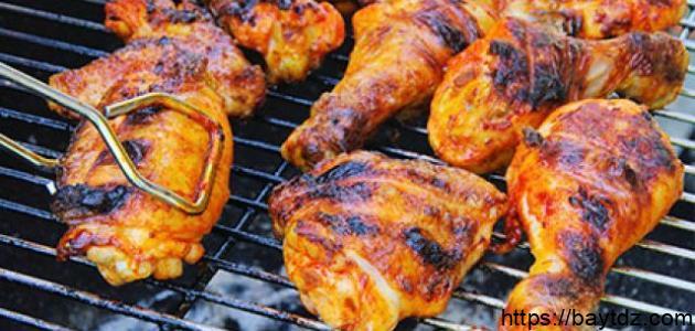 كيفية تتبيل الدجاج المشوي على الفحم