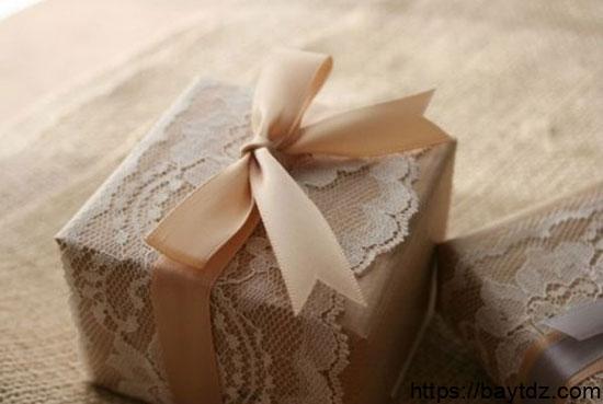 طريقة تغليف الهدايا بالتل