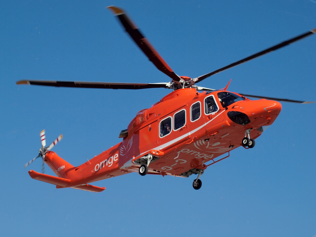 Man falls off top of car in road rage, flown to Sunnybrook