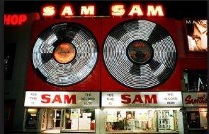 Sam's sign back to Yonge St.