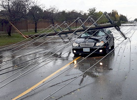 Man escaped power lines over car