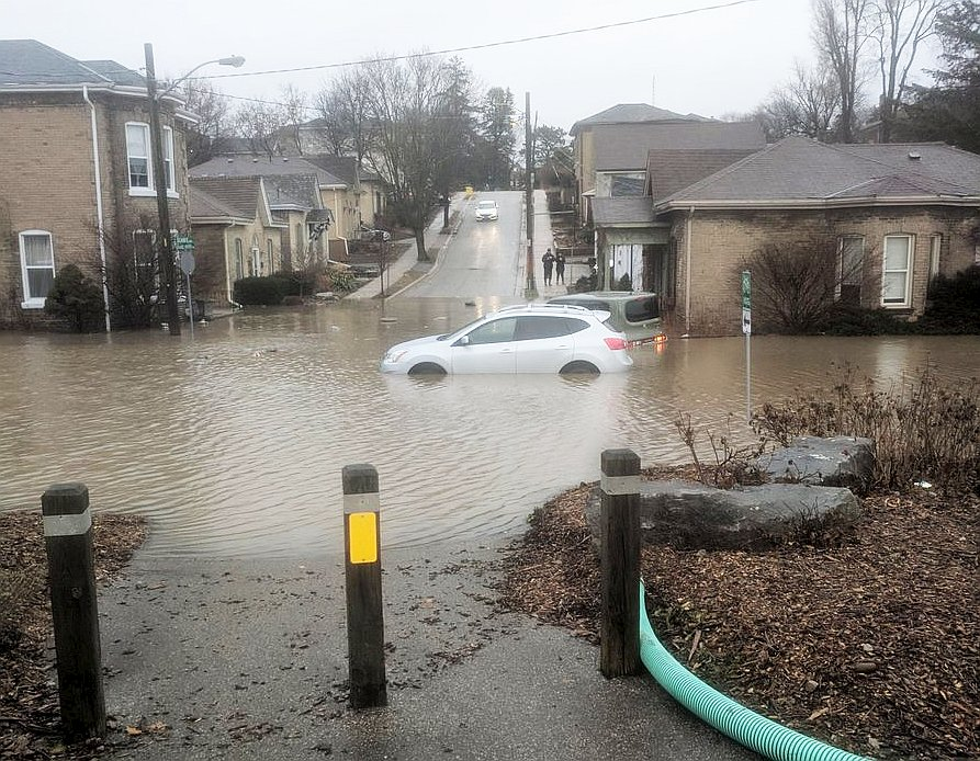 Brantford evacuates 2,200 homes in Grand River flood crisis