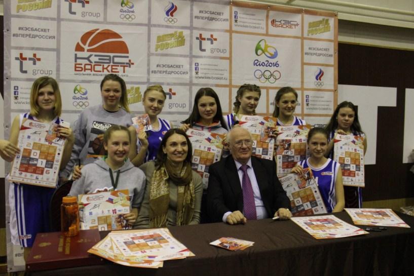 Евгений Гомельский на финале Чемпионата школьной баскетбольной лиги «КЭС-Баскет» в Пензе