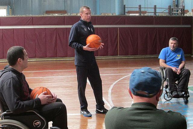 Дмитрий Базелевский тренерует киевскую команду баскетболистов инвалидов-колясочников