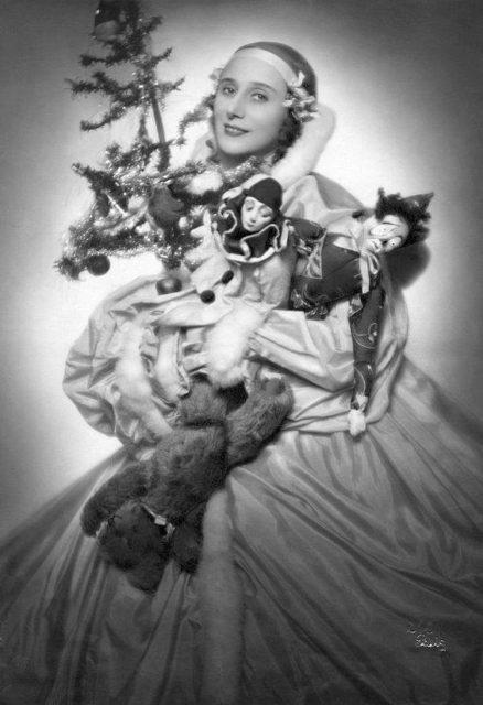 Павлова. Фото для рождественской открытки. 1925 год.  e1545061991886 - про ёлку