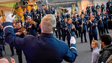 USAF Band Holiday Flash Mob (Video)