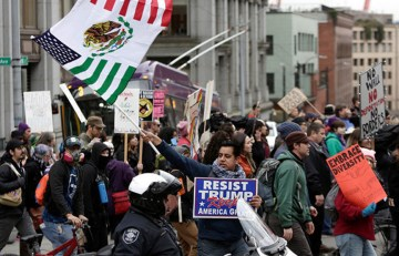 """Mexicans Vow To Fight Trump By """"Jamming US Courts"""""""