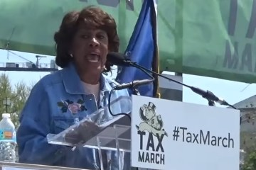 "Maxine Waters Falsely Claims That Trump Pays ""Nothing"" In Taxes (Video)"