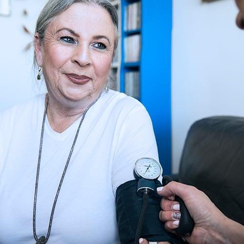 בדיקת לחץ דם לקשישים וחולים שצמים ביום כיפור