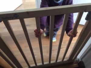 enfant barrière de sécurité