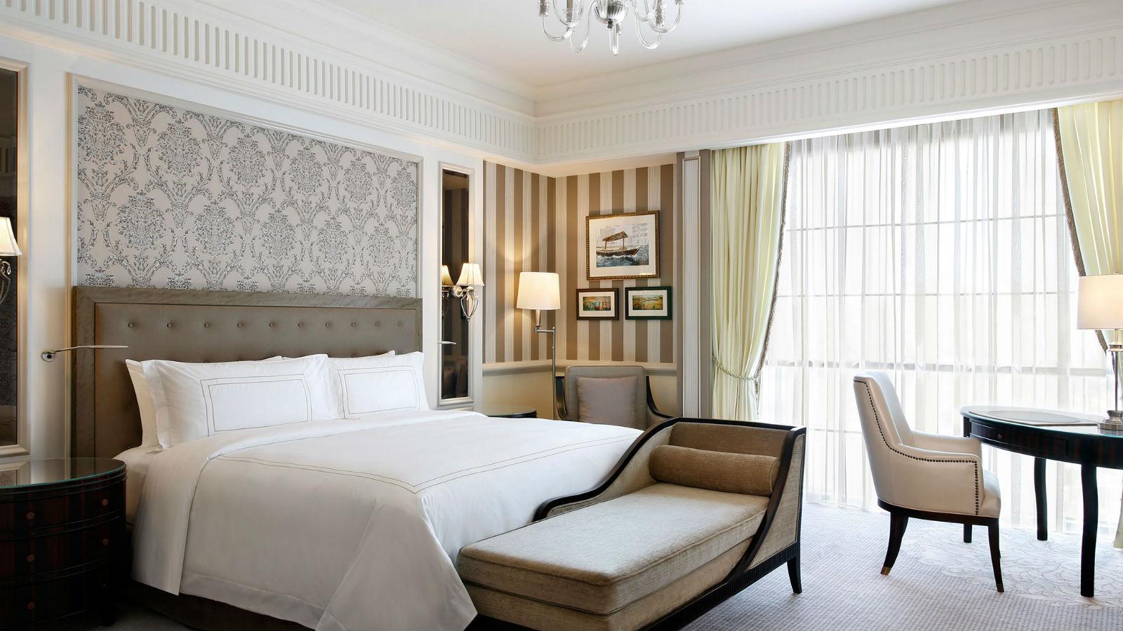 Luxury Hotel Rooms At St Regis Hotel Dubai
