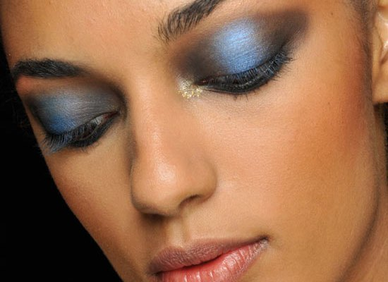 blue-smoky-eyes-jeremy-scott-spring-2013-makeup