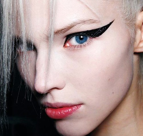 winged eyeliner