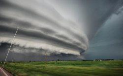 地上を飲み込む巨大雲03