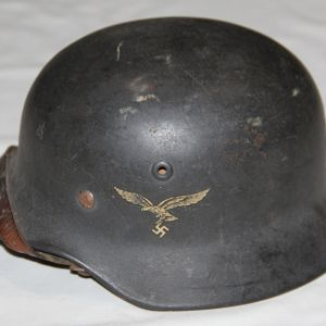L001. NICE WWII GERMAN LUFTWAFFE M40 SINGLE DECAL HELMET W/ CHIN STRAP