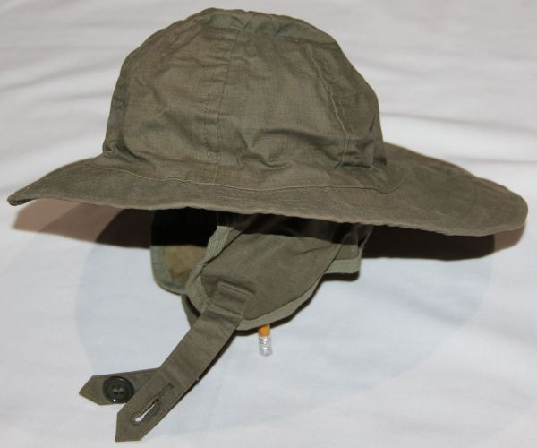 C001. RARE EARLY WWII USN RAIN CAP, 1942 DATED