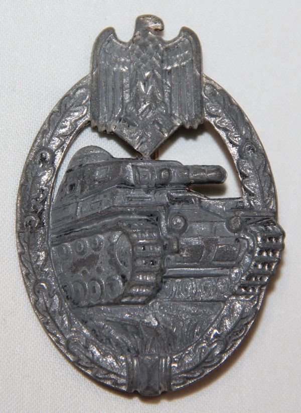 Q001. WWII GERMAN PANZER ASSAULT BADGE IN SILVER
