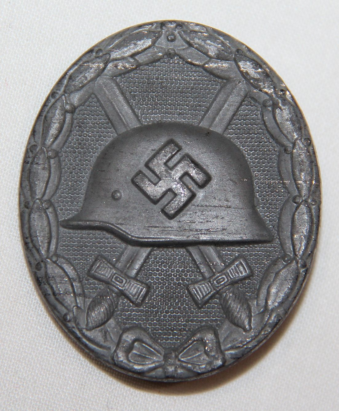 Q002  WWII GERMAN SILVER WOUND BADGE, HALLMARKED