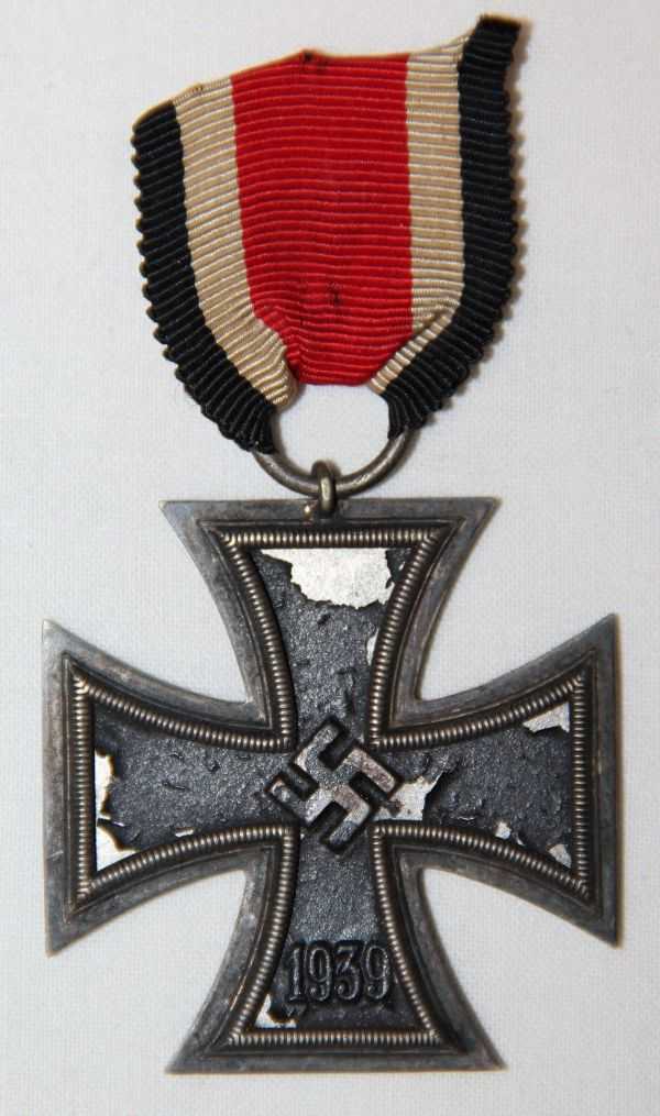 Q014. WWII GERMAN 2ND CLASS IRON CROSS W/ SHORT RIBBON