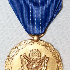 WWII U.S. MEDALS, RIBBON BARS, COLLAR INSIGNIA, PINS & METAL INSIGNIA