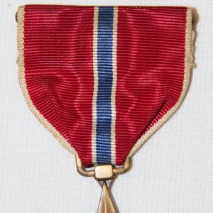 H017. WWII BRONZE STAR MEDAL W/ RIBBON BAR & LAPEL PIN