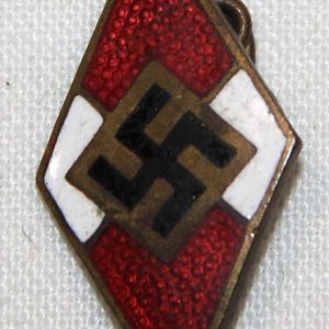 P002. WWII GERMAN HITLER YOUTH MEMBERSHIP PIN
