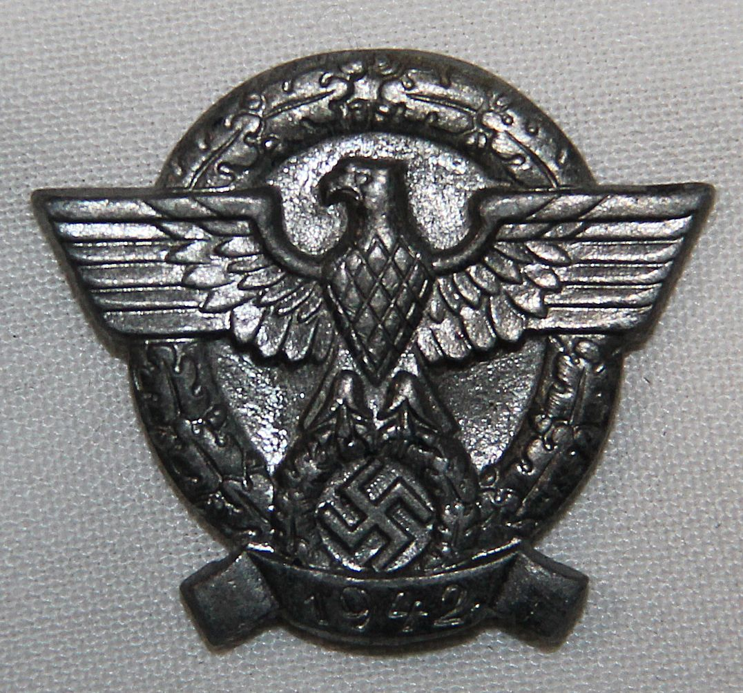 P025. WWII GERMAN 1942 POLICE DONATION LAPEL PIN