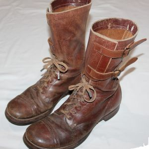 D006. WWII LEATHER TANKER BOOTS