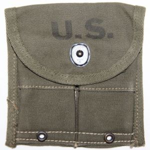 E042. NICE WWII M1 CARBINE AMMO CLIP POUCH, 1945 DATED